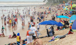 christmas beach crowds